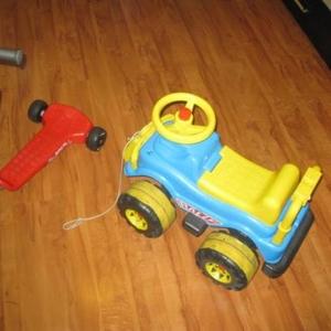 Продам детские самокат и автомобиль.
